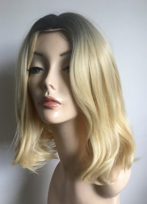 Blonde bob Talia